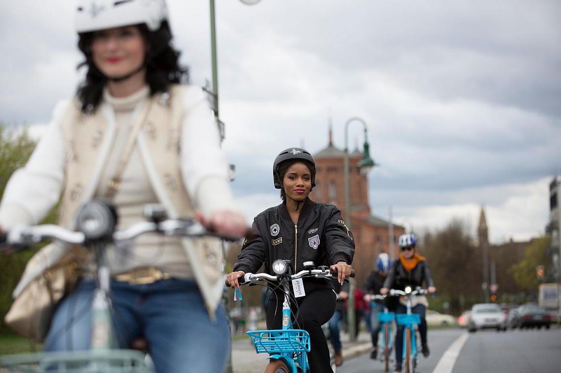 Frauen beim Fahrradfahren - Diamantrad-Blog