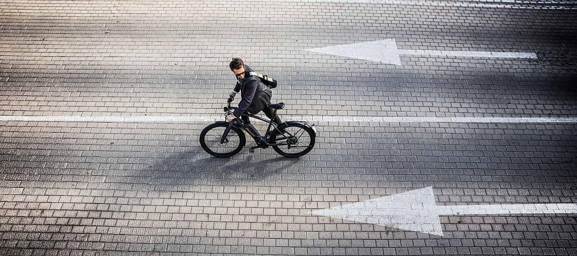 Radfahrer auf der Straße - Diamantrad-Blog