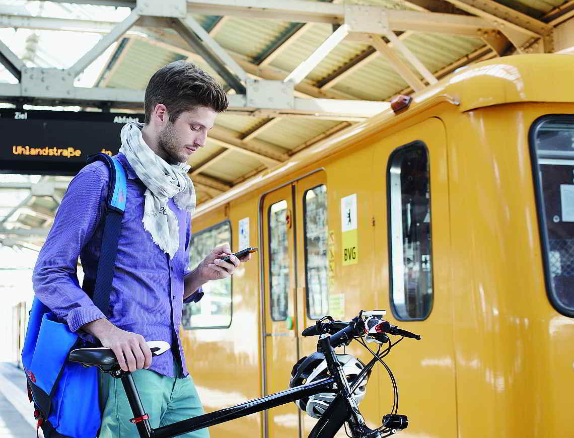 Mit dem Fahrrad auf die Bahn warten - Diamantrad-Blog