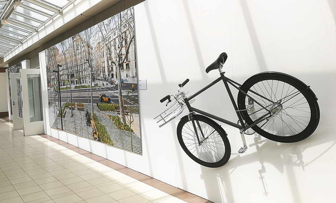 City-Bike an der Wand im Deutschen Architekturmuseum Frankfurt