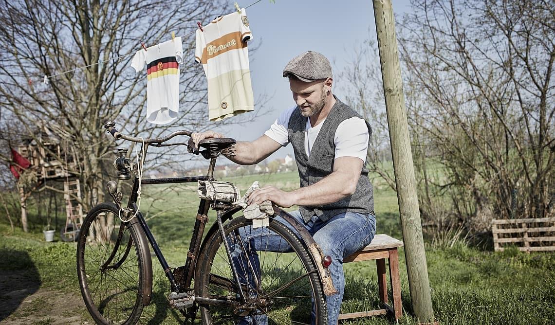 Stefan Müller-Bahlmann mit altem Diamant-Fahrrad - Diamantrad-Blog