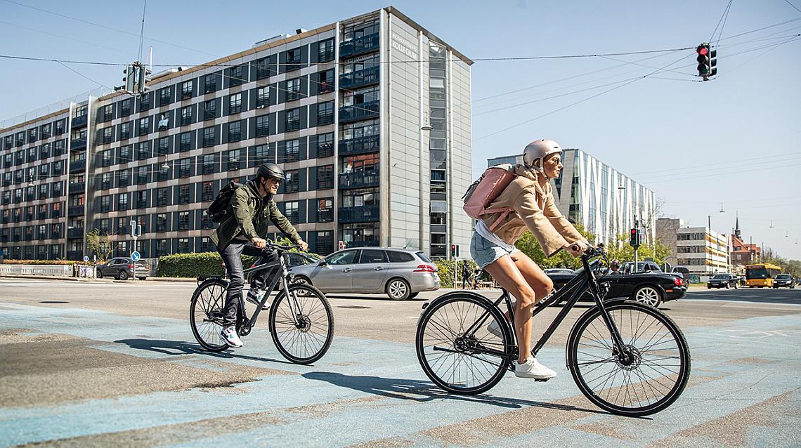 Zwei Radfahrer im Stadtverkehr - Diamantrad-Blog