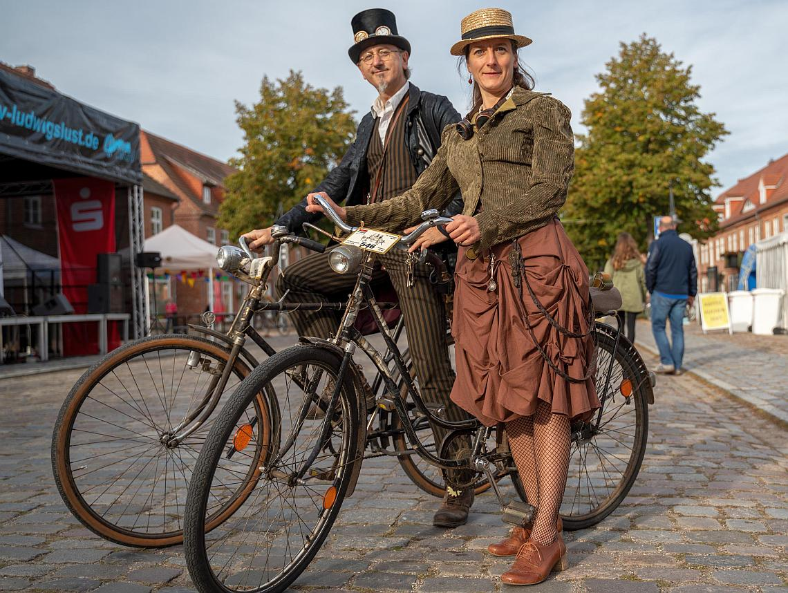 Radfahrer im Retro-Gewand auf der Velo Classico Germany - Diamantrad-Blog