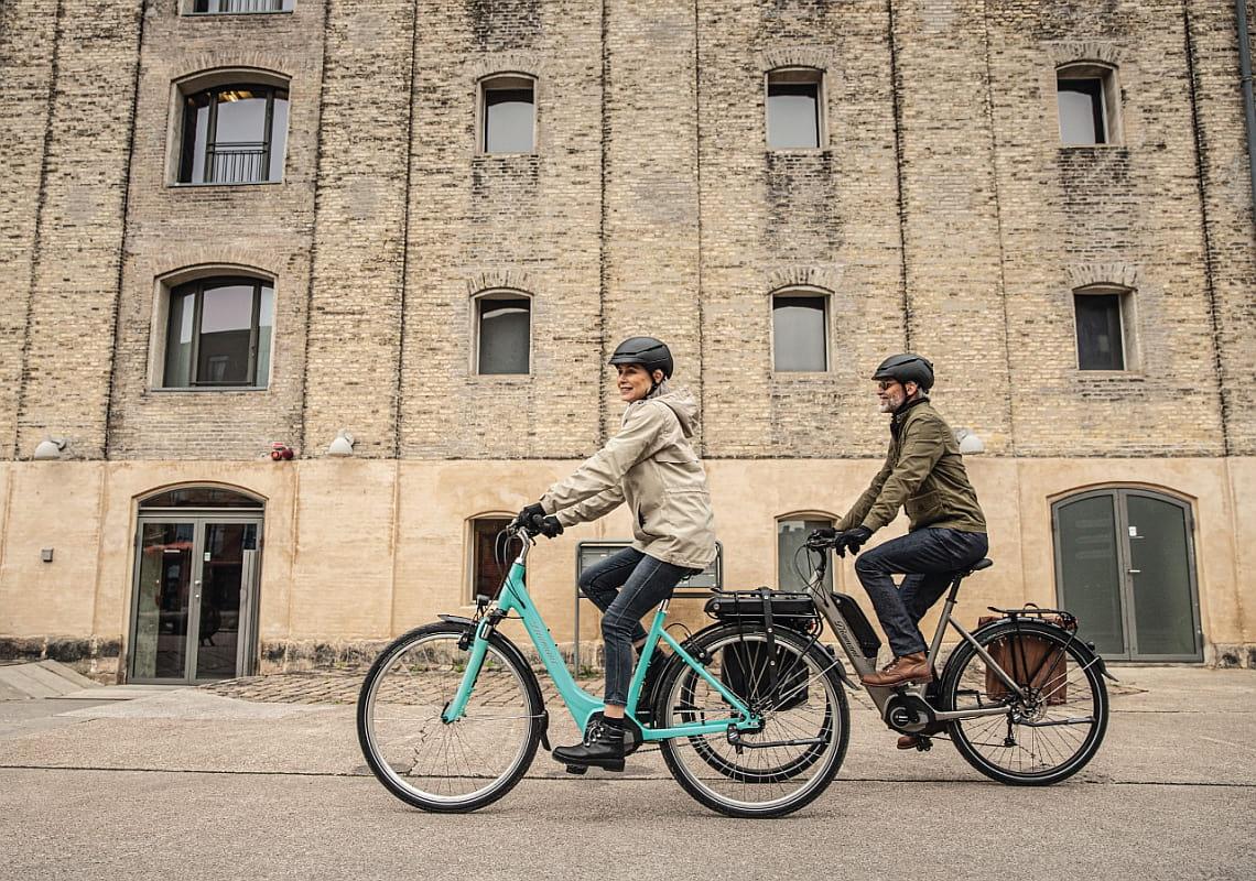 Zwei ältere Menschen auf Diamant Fahrrädern - Coronavirus und Fahrradfahren - Diamantrad-Blog