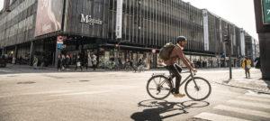 Fahrradfahrer auf Diamant-Fahrrad in der Stadt - Mit dem Rad zur Arbeit - Diamantrad-Blog